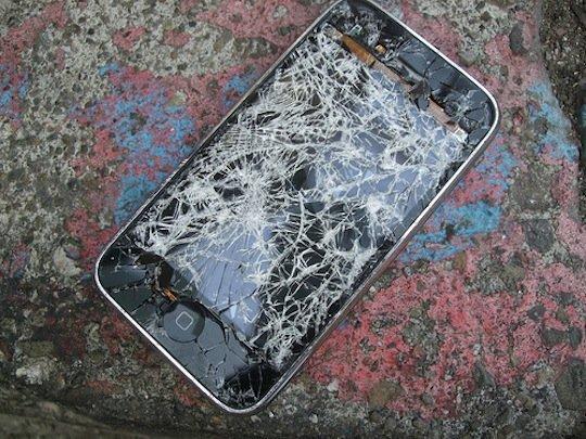 broekn phone